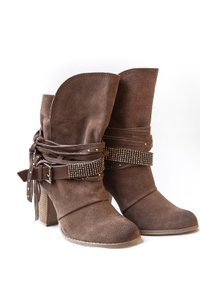 Naughty Monkey Jewelry Suede Brown Boots