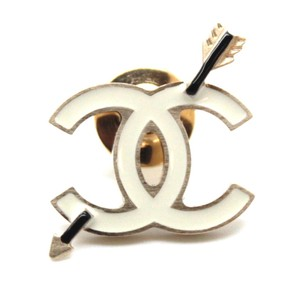 Chanel CC Cupid Arrow through gold hardware beige enamel brooch pin charm