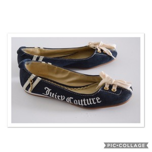 Juicy Couture navy blue & white Flats