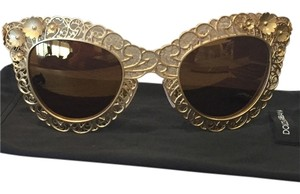 Dolce & Gabbana Cat eye sunglasses with flowers
