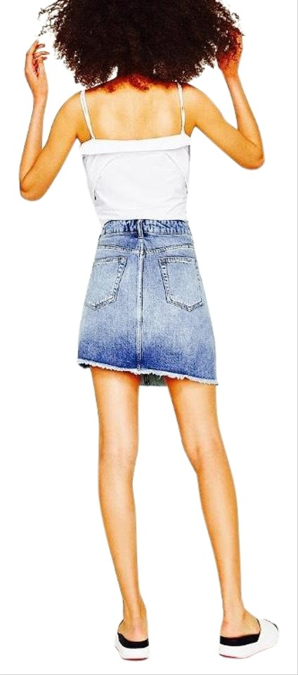 a0f1ee50 Zara Denim Bejeweled Embroidered Skirt Size 6 (S, 28)