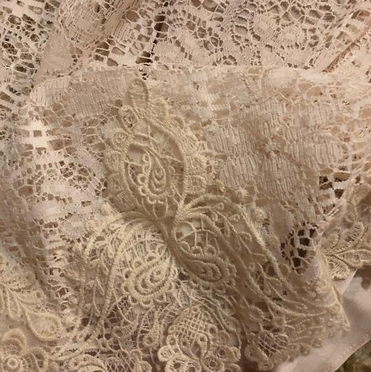 BHLDN Ivory/Creme Lace Petra Gown Vintage Wedding Dress Size 2 (XS) Image 6