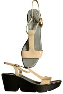 Nine West Size 10 Sandal Beige and black Wedges