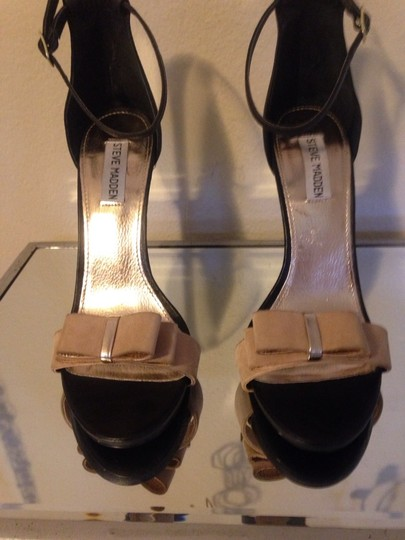 Steve Madden Black & Tan Sandals