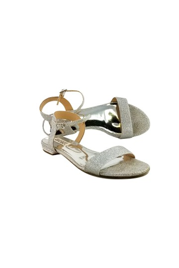 Preload https://img-static.tradesy.com/item/22993169/badgley-mischka-silver-metallic-sandals-size-us-75-regular-m-b-0-0-540-540.jpg