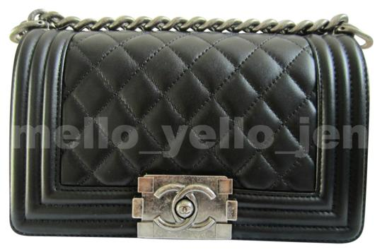 Preload https://img-static.tradesy.com/item/22993251/chanel-boy-new-small-ruthenium-hardware-classic-black-lambskin-leather-cross-body-bag-0-1-540-540.jpg