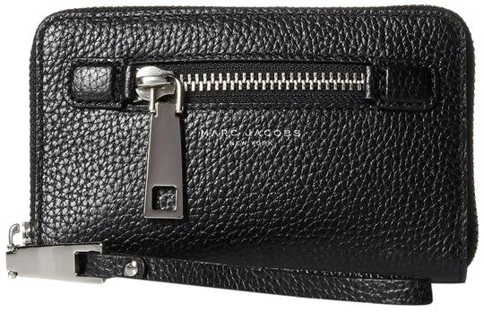 Preload https://img-static.tradesy.com/item/22993518/marc-jacobs-gotham-zip-phone-wingman-wallet-black-leather-wristlet-0-1-540-540.jpg