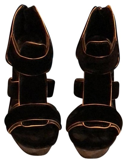 Preload https://img-static.tradesy.com/item/22993947/tory-burch-black-carsonie-velvet-gold-trim-heels-platforms-size-us-65-regular-m-b-0-1-540-540.jpg