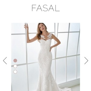 Off White Lace Fasal Ref Number51232001.859.40 Feminine Wedding Dress Size 6 (S)
