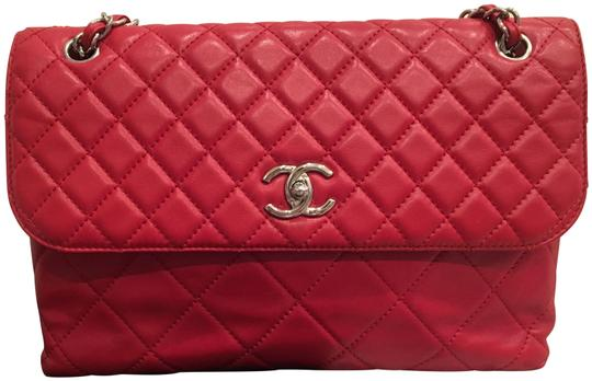 Preload https://img-static.tradesy.com/item/22996836/chanel-classic-flap-255-reissue-classic-maxi-red-lambskin-leather-shoulder-bag-0-1-540-540.jpg