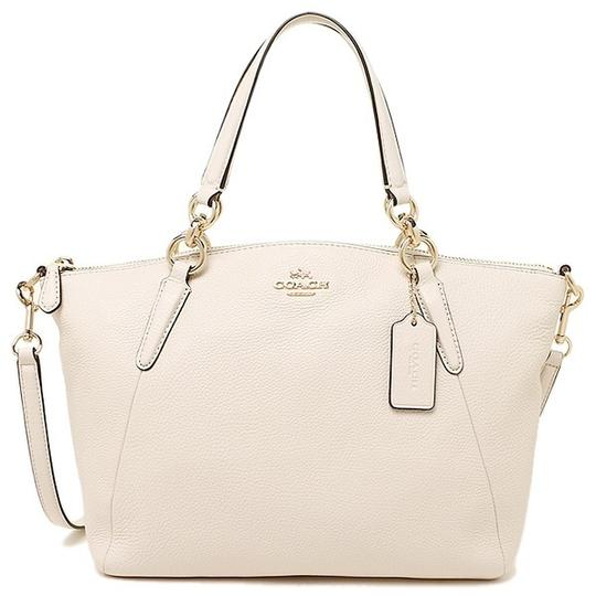 Preload https://img-static.tradesy.com/item/22998246/coach-kelsey-small-pebble-f26917-chalk-white-leather-satchel-0-0-540-540.jpg