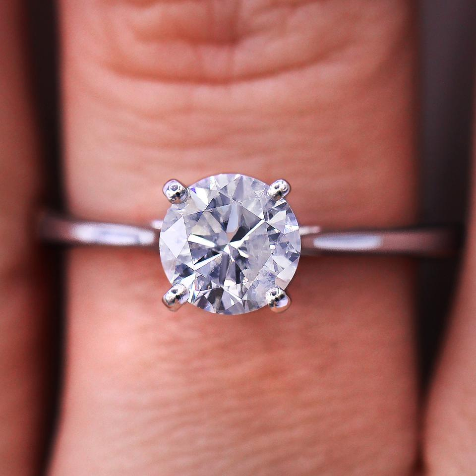 Classic and Petite 0.95 Carat Solitaire Diamond Engagement Ring ...