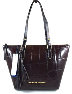 Dooney & Bourke Tote in espresso brown