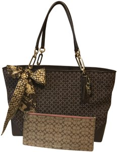 Coach Madison East/West Tote in BROWN