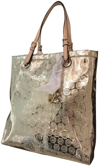 a0dfa96a0ee6 Michael Kors Monogram Shiny Glossy Like Patent Leather Beige Tote in  Metallic Mirror Pale Gold Image ...
