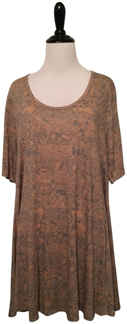 Preload https://item2.tradesy.com/images/lularoe-gold-and-blue-perfect-t-blouse-size-16-xl-plus-0x-23007316-0-1.jpg?width=400&height=650