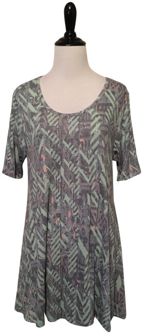 Preload https://item3.tradesy.com/images/lularoe-grey-and-cream-perfect-t-blouse-size-2-xs-23007472-0-1.jpg?width=400&height=650
