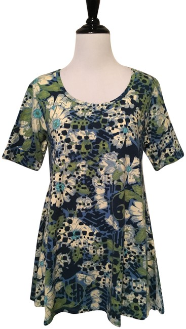 Preload https://img-static.tradesy.com/item/23007478/lularoe-blue-and-green-perfect-t-blouse-size-2-xs-0-1-650-650.jpg