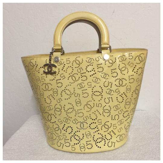 Preload https://item1.tradesy.com/images/chanel-cc-logos-no5-punching-hand-yellow-patent-leather-tote-23007560-0-0.jpg?width=440&height=440
