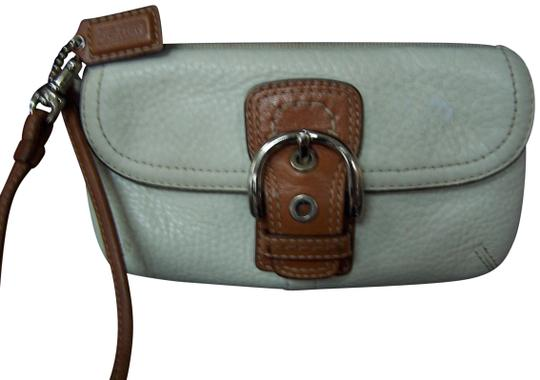 Preload https://item4.tradesy.com/images/coach-creme-pebbled-leather-wristlet-23007753-0-1.jpg?width=440&height=440