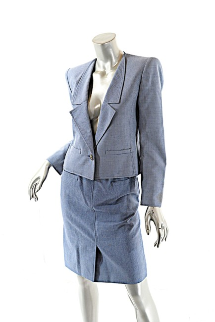 Preload https://item4.tradesy.com/images/valentino-blue-boutique-vintage-and-white-houndstooth-wool-skirt-suit-size-6-s-23008033-0-0.jpg?width=400&height=650