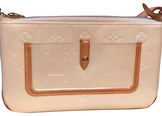 Preload https://item3.tradesy.com/images/louis-vuitton-pearl-shiny-leather-clutch-23008347-0-1.jpg?width=440&height=440