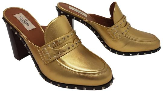 Preload https://item1.tradesy.com/images/valentino-gold-metallic-gold-tone-leather-penny-loafer-mulesslides-size-eu-37-approx-us-7-regular-m--23008895-0-3.jpg?width=440&height=440