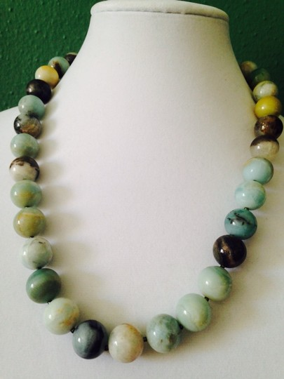 Kenneth Jay Lane KJL NWOT Green Jade Gemstone Shaky 22kt Gold Earrings Only! Matching Necklace Sold Seperately.