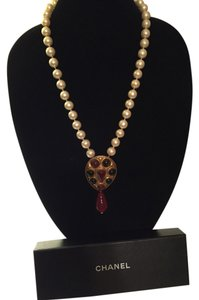 Chanel Chanel gold-plated Gripoix glass and pearl necklace with drop Gripoix glass pendant