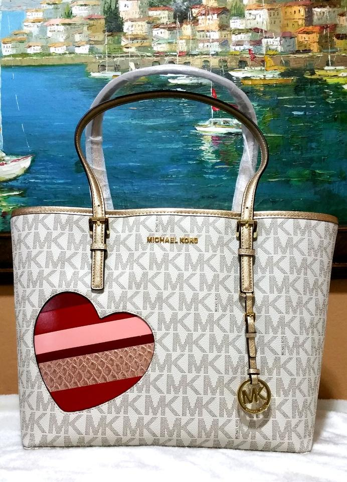 ec8129a83eb835 Michael Kors Candy Reversible Includes Pouch Red Tote in vanilla gold trim  Image 7. 12345678