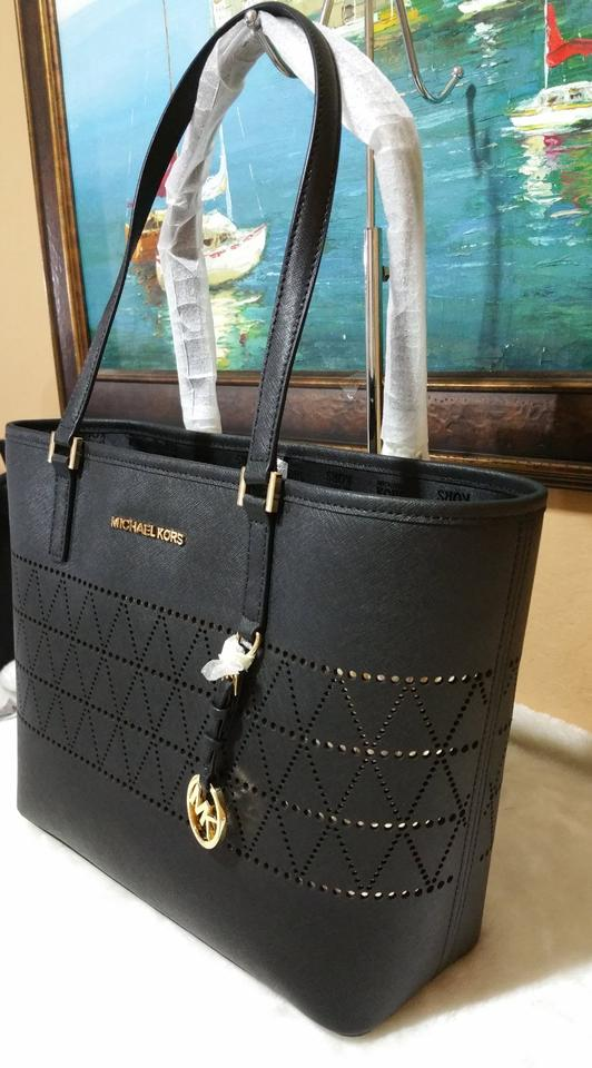 15c705311124 Michael Kors Candy Reversible Includes Pouch Red Tote in black Image 9.  12345678910