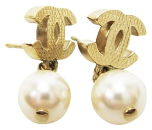 Chanel Signature CC Coco Turnlock Logo Pearl Dangle Pierced with Box