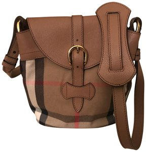 Burberry Messenger Bags - Up to 70% off at Tradesy 443ef6eda