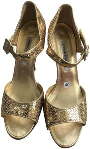 Manolo Blahnik Sequins Ankle Strap gold Formal