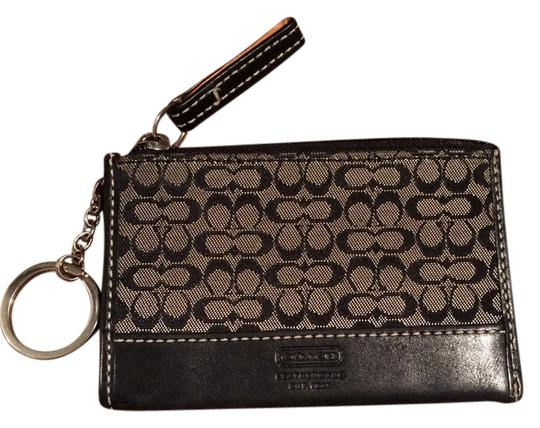 Preload https://img-static.tradesy.com/item/2301904/coach-black-signature-coin-purse-wallet-0-0-540-540.jpg