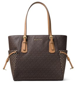 Michael Kors Signature Voyager East/West Signature Shoulder Brown/Acorn Mk Logo Tote in Brown / Acorn