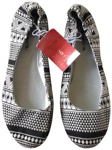 Mossimo Supply Co. black and white Flats