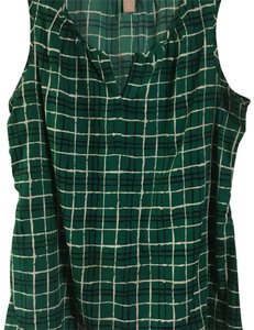 Banana Republic Top patterned Kelly green, black, white