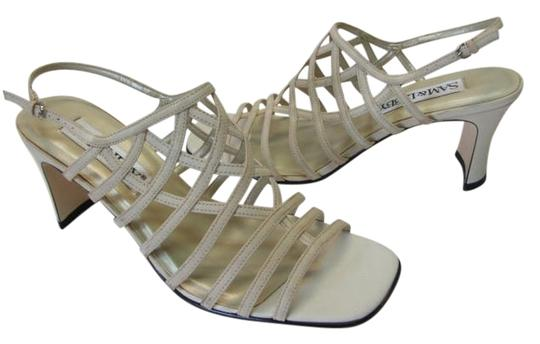 Preload https://item1.tradesy.com/images/sam-and-libby-beige-m-good-condition-sandals-size-us-75-regular-m-b-2302475-0-0.jpg?width=440&height=440