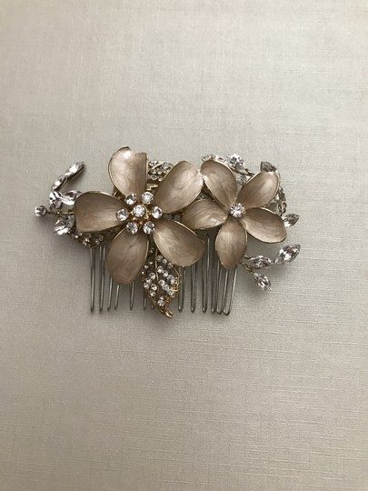 BHLDN Gold Sweet Pea Comb Hair Accessory Image 2