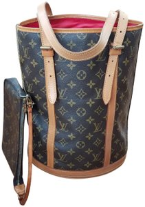 Louis Vuitton Bucket Gm Tote in brown