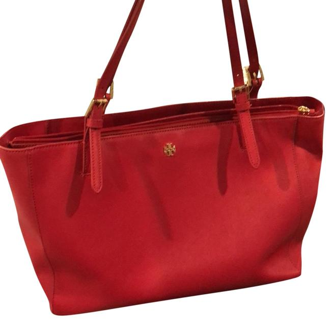 Item - York Buckle Red Leather Tote