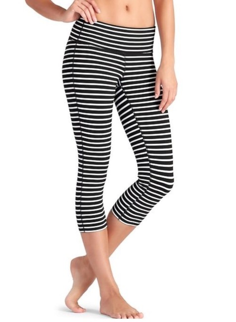 Item - Black/White Stripes Chaturanga Capri Activewear Bottoms Size 4 (S, 27)