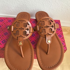 5fee28d63e09 Tory Burch Sandals on Sale - Up to 70% off at Tradesy