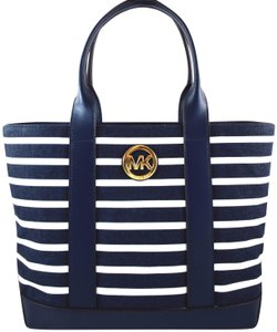 Michael Kors Tote in Navy/Optic White