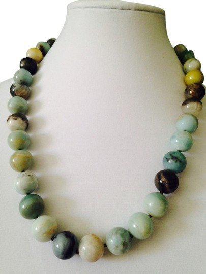 Preload https://img-static.tradesy.com/item/2304034/kenneth-jay-lane-greengold-kjl-nwot-jade-gemstone-hand-knotted-bead-necklace-only-matching-earrings-0-0-540-540.jpg