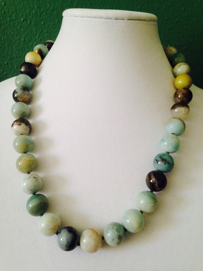 Kenneth Jay Lane KJL NWOT Green Jade Gemstone Hand Knotted Bead Necklace Only! Matching Earrings Sold Seperately.