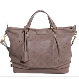 Louis Vuitton Satchel. Louis Vuitton Mahina Stellar Poudre Satchel 26f249b6fbd66