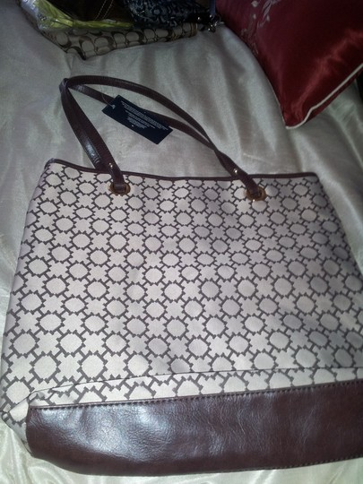 Tommy Hilfiger New Multi-purpose Tote in Brown & white