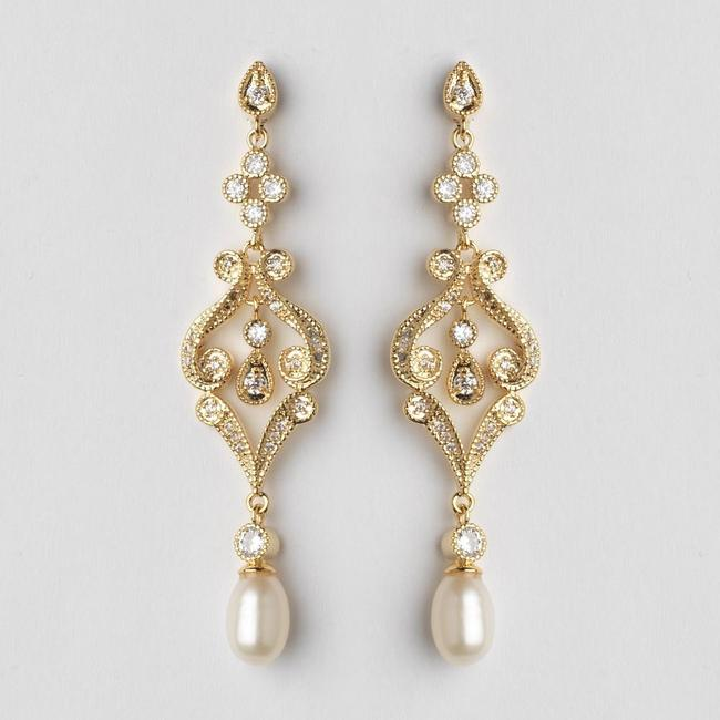 Item - Gold Vintage with Freshwater Pearl and Crystals Earrings